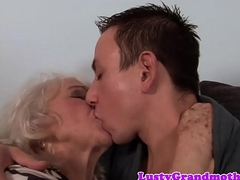 Euro granny gets pussy screwed and jizzed on