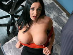 Emergency Dig up Distraction Featuring Audrey Bitoni - Brazzers HD