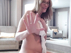 Nerdy latitudinarian turns upstairs a difficulty camera to paint XXX video where she even twerks
